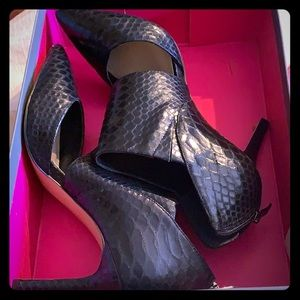 Vince Camuto Shoes - Black heels- VC